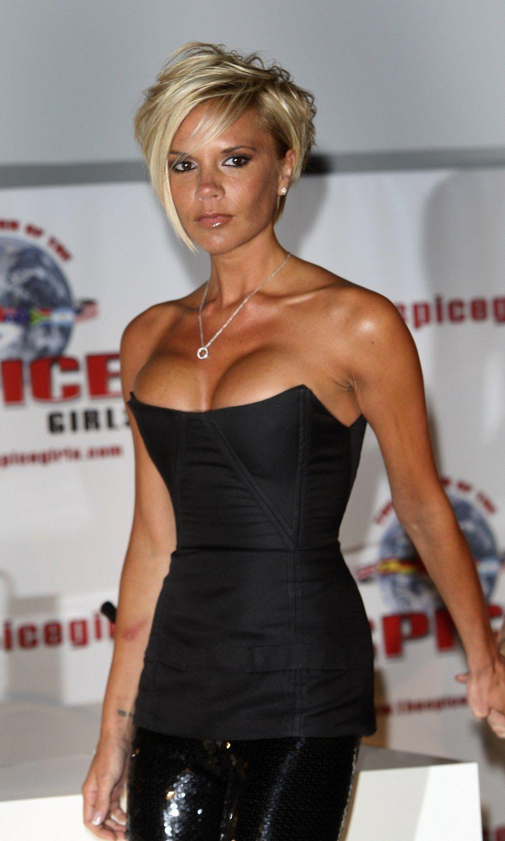 23 Outfits der frühen 00er Jahre, an die Sie nicht glauben werden, dass Victoria Beckham sie jemals getragen hat -  23 Outfits der frühen 00er Jahre, an die Sie nicht glauben werden, dass Victoria Beckham sie jemal - #00er #Beckham #dass #der #die #EmmaRoberts #FashionDesigners #frühen #getragen #glauben #hat #Jahre #jemals #nicht #Outfits #ShilpaShetty #Sie #Victoria #VictoriaBeckham #werden