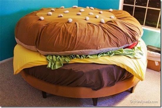 AHHH! Hamburger bed! AWESOME! Me want!!!!