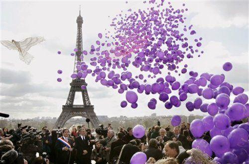 Paris + balloons + purple + eiffel tower