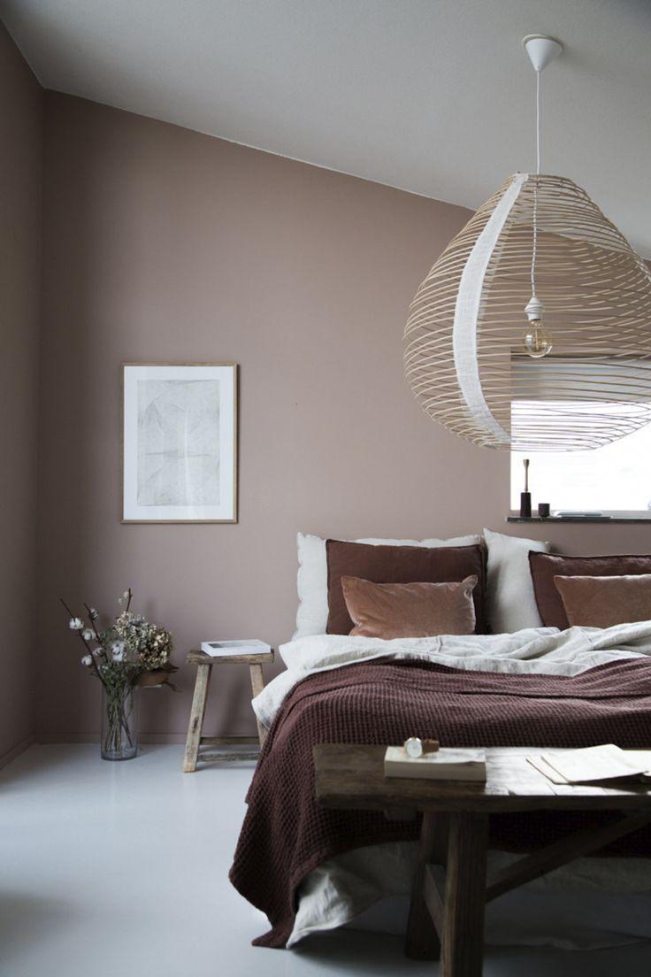 Chambre scandinave vintage rose marron blanc béton ciré bois osier