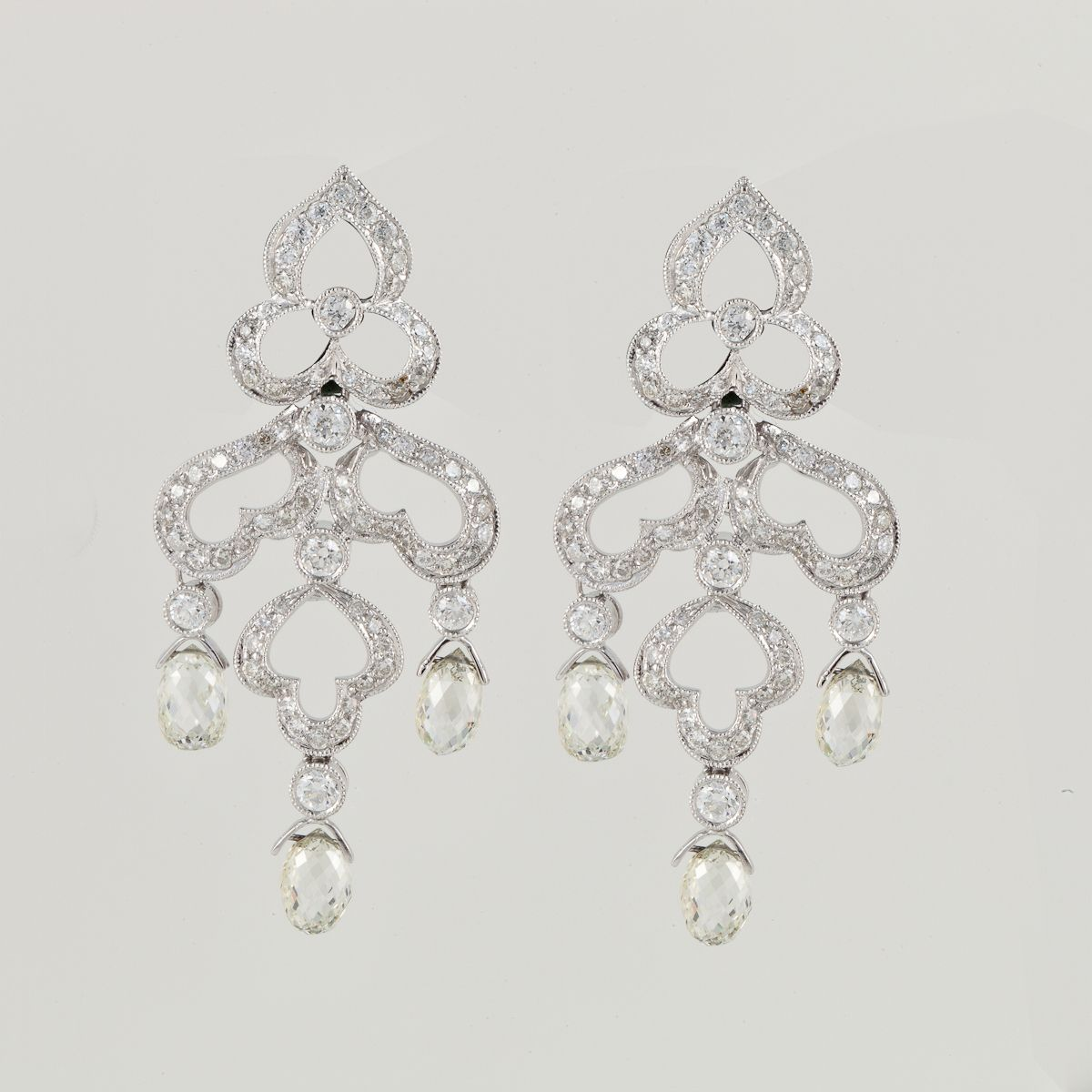 Chandelier earrings in 18k white gold with diamonds perfect