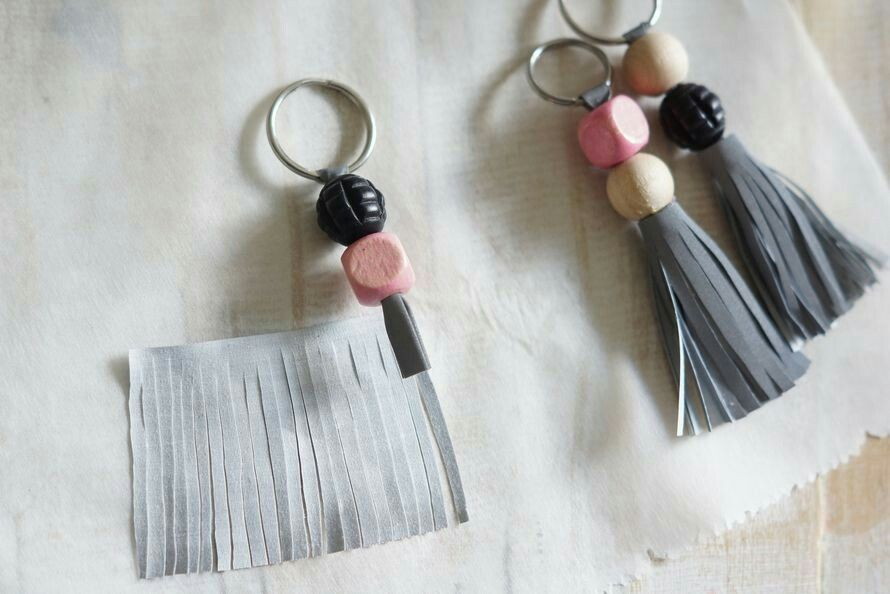 Heijastin avaimenperä. Huvikumpu blogi  http://www.kodinkuvalehti.fi/blogit/ruususuu-ja-huvikumpu/tee-itse-kauniit-heijastavat-avaimenperat