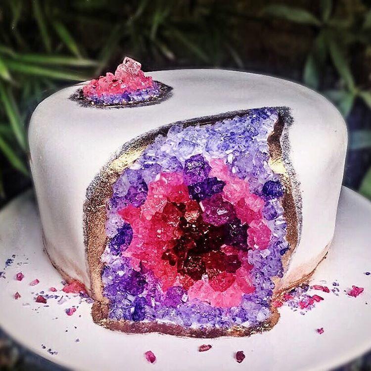 Stunning New Wedding Cake Trend Taking Over Instagram Crystal Cake Candy Birthday Cakes Geode Cake Wedding