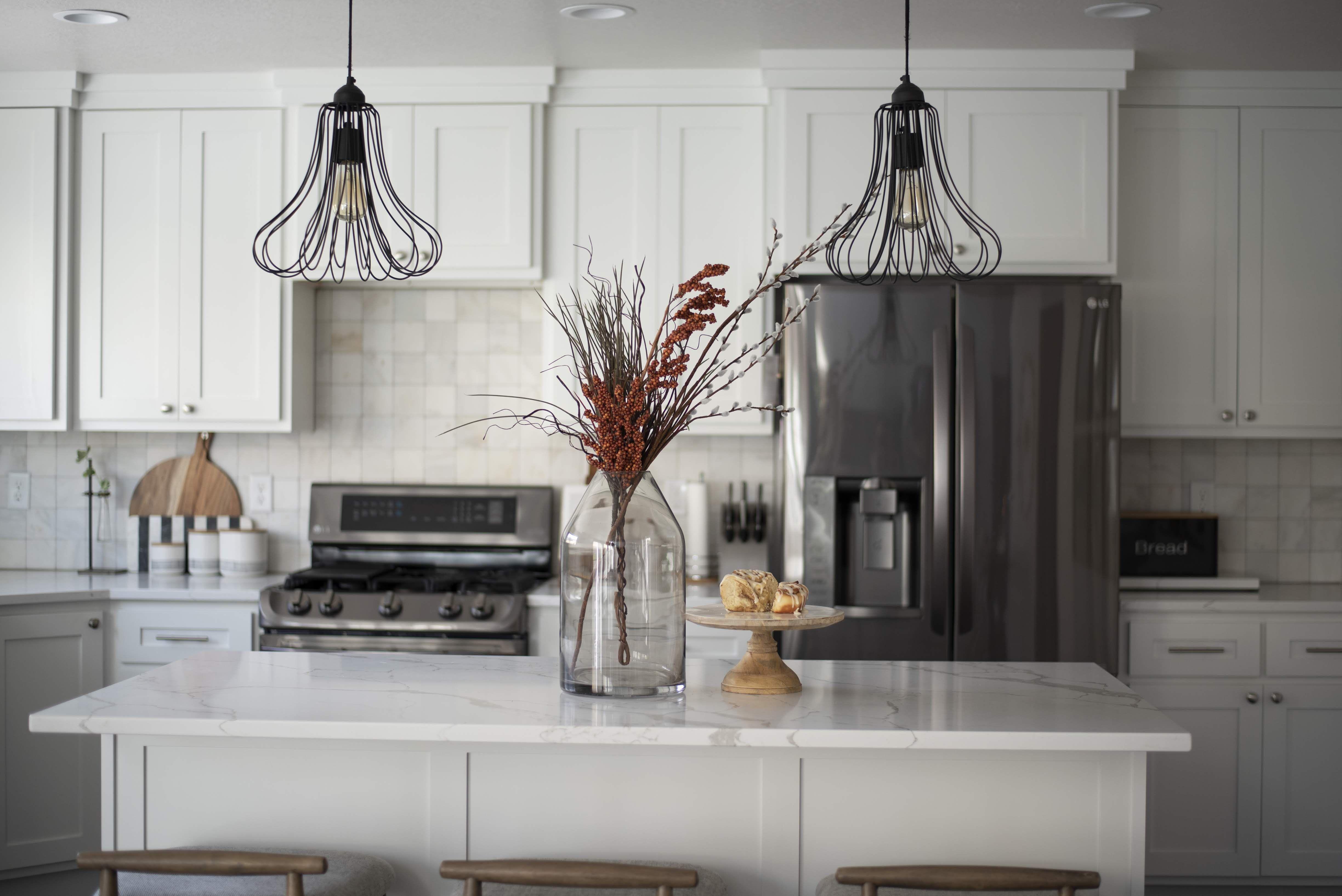 Modern Farmhouse Kitchen Inspiration In 2020 Farmhouse Kitchen