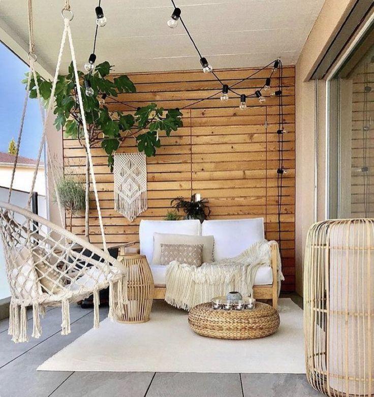 Chic balcony getaway with a boho flair #apartmentpatiogardens