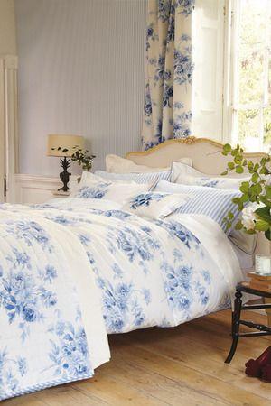 romantisches schlafzimmer in blau, pin von jen luff auf ❀sweet blue cottage | pinterest | wohnmobil, Design ideen