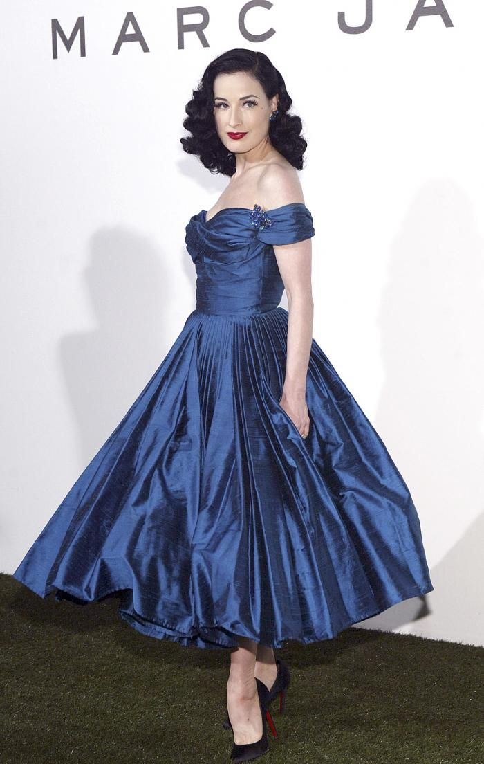 86d40b99ca4 Wearing a beautiful taffeta Marc Jacobs gown
