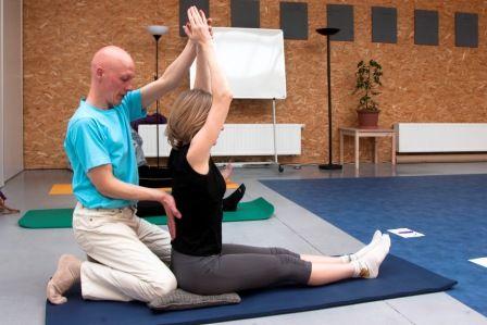 Yogaschool Trikon geeft yogalessen in West-Vlaanderen, Yogales, Beernem, Brugge, Ieper, Oostende, Veurne, Torhout,School voor yoga, Yoga Lessen, yoga workshops, yoga-opleidingen op basis van de nieuwe yogawil.