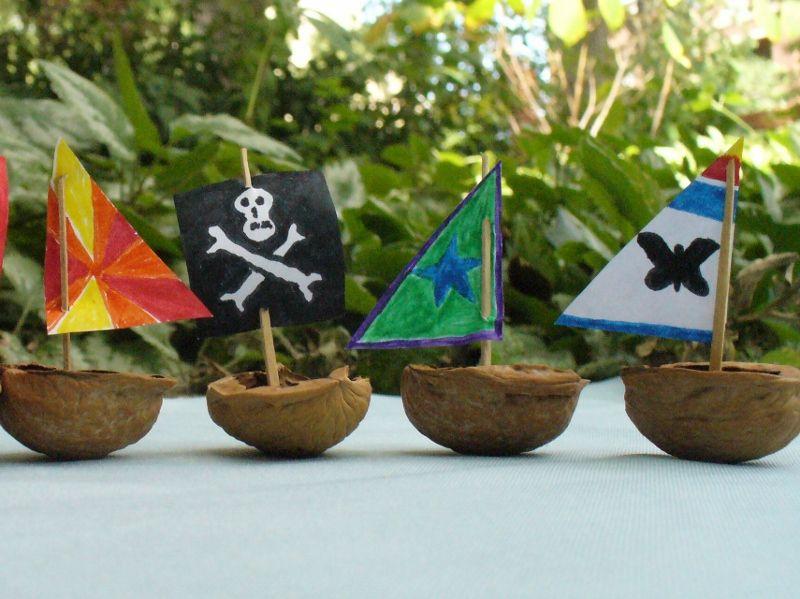 Walnut Shell Flotilla Manualidades Artes Y Manualidades Para Niños Manualidades Para Niños