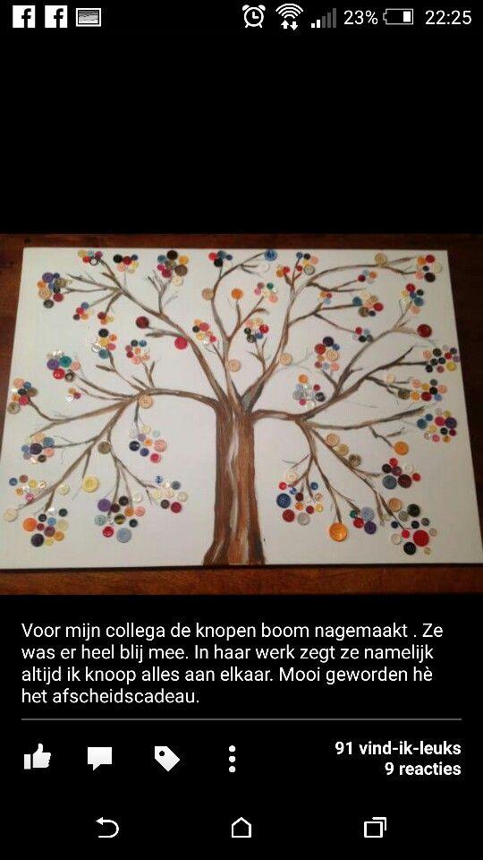 Boom schilderen op canvas en knopen gebruiken als bladeren.