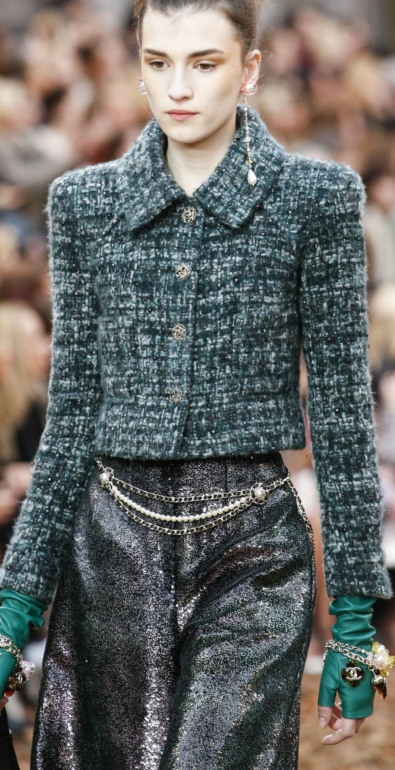 b5235283cfcd2f Chanel Fall 2018 Ready-to-Wear Fashion Show | Coco Chanel | Moda ...