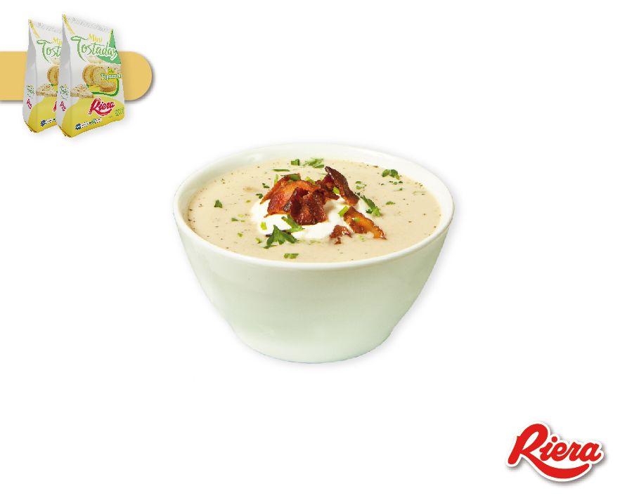 A la típica sopa de cebolla agregale un toque original: antes de servir agregale #MiniTostadasFugazzeta Simple y rico!