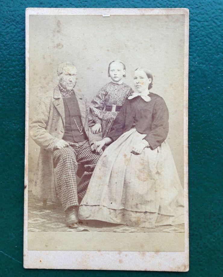 Antique Carte De Visite Photo Oscar Hakelier Orebro Sweden Girl Family Portrait
