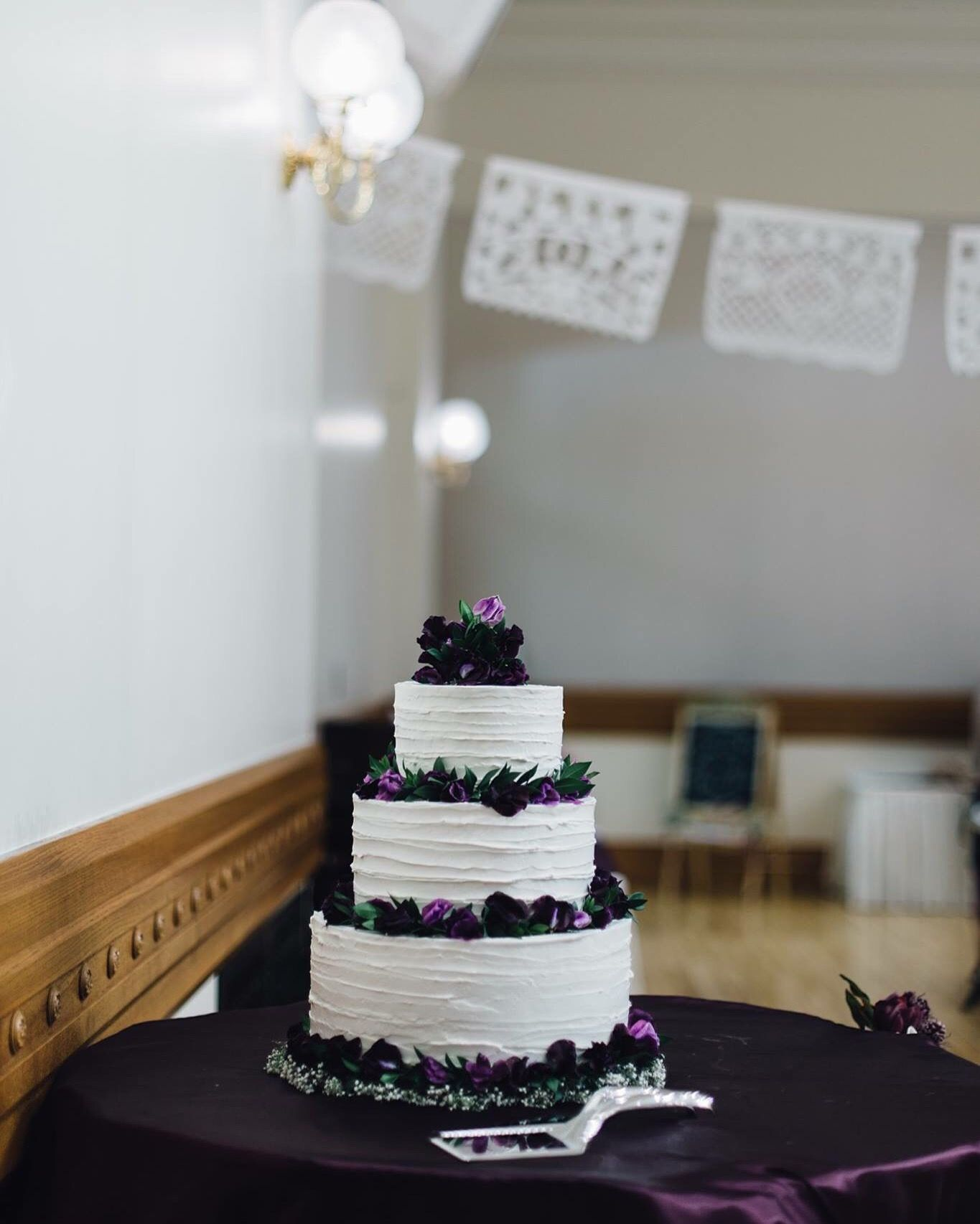 Tres Leches Wedding Cake With Images Wedding Cakes With Cupcakes