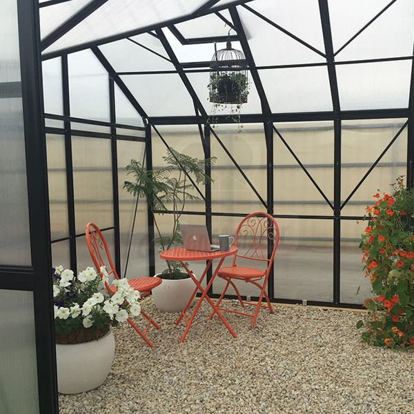 This greenhouse is ideal for relaxing and gardening at the same time.