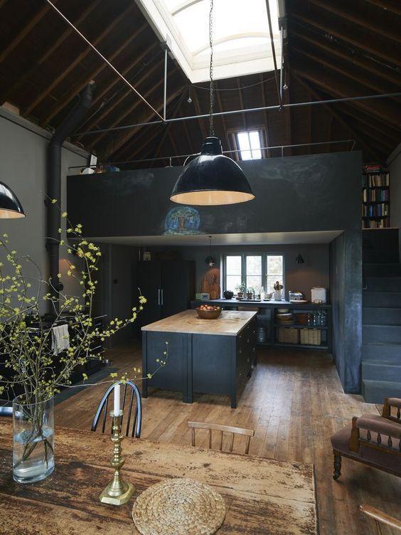 La cuisine et la salle à manger\u2014Encore une fois, le mélange du noir