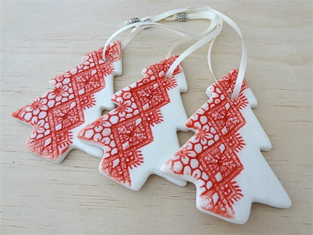 Christmas decorations ornaments red ceramic christmas for White tree red ornaments
