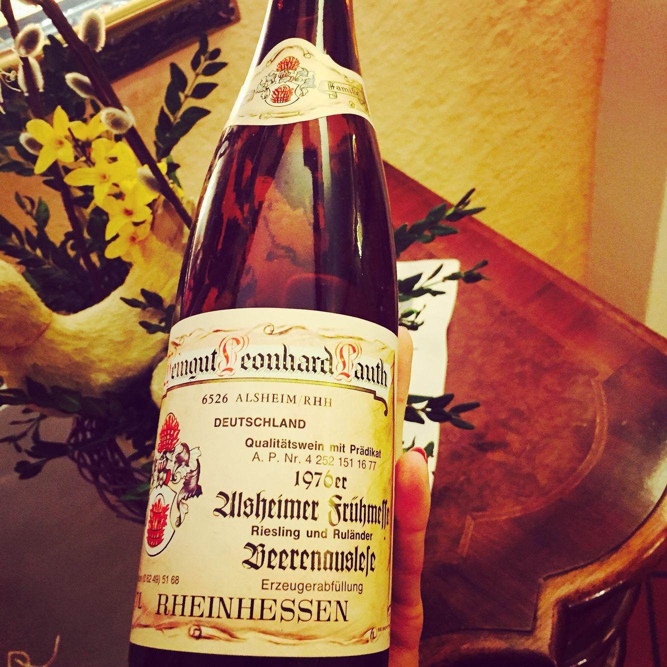 Ich Habe Eine Kellerleiche Ausgegraben Welche Vor Lebendigkeit Strotzte Aromen Nach Pfirsich Getrockneten Fruchten Honig Ein Genu Wine Bottle German Wine Wine