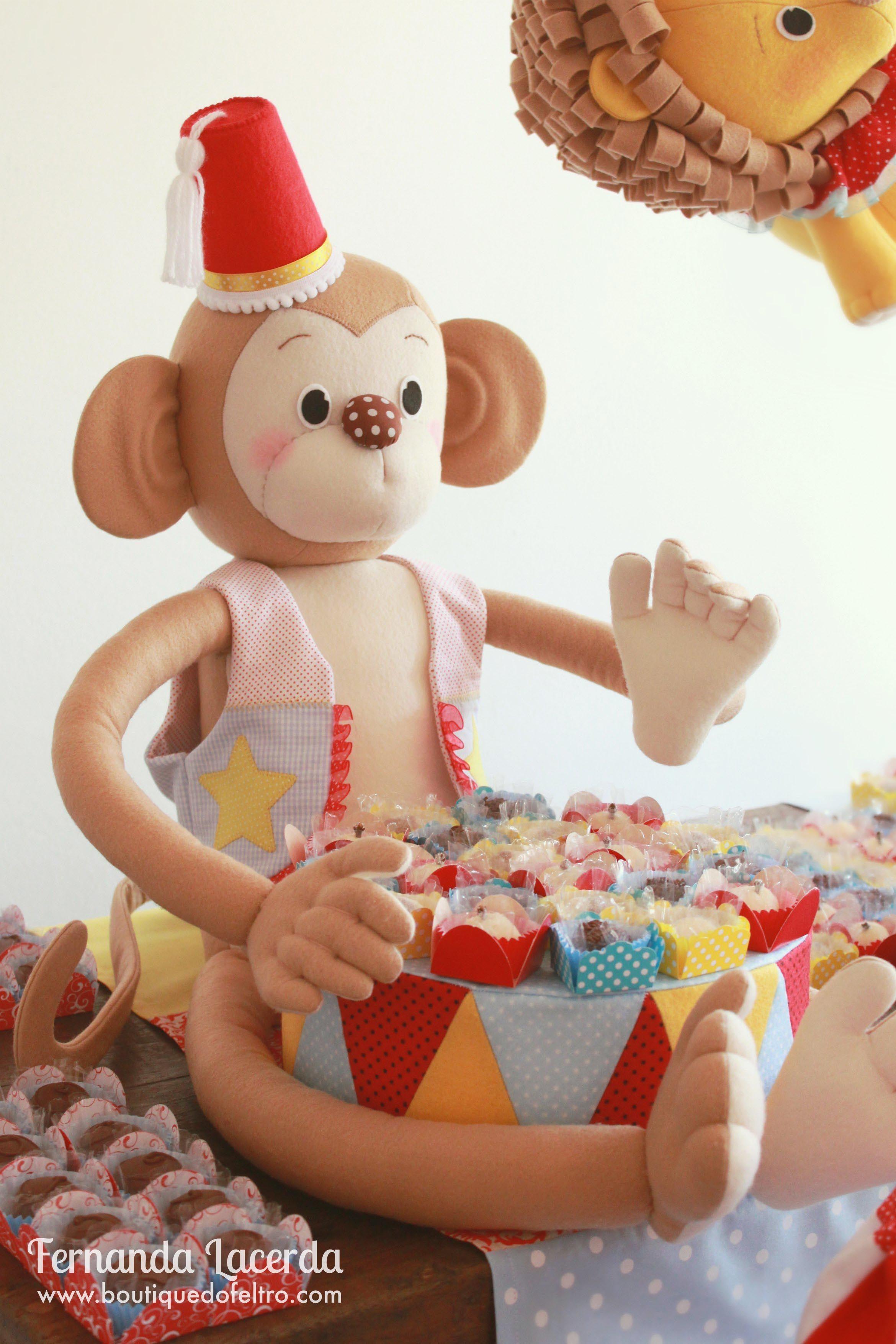 """""""Festa em Feltro: a magia do Circo"""" por Fernanda Lacerda Macaco 3D todo em Feltro! www.boutiquedofeltro.com"""