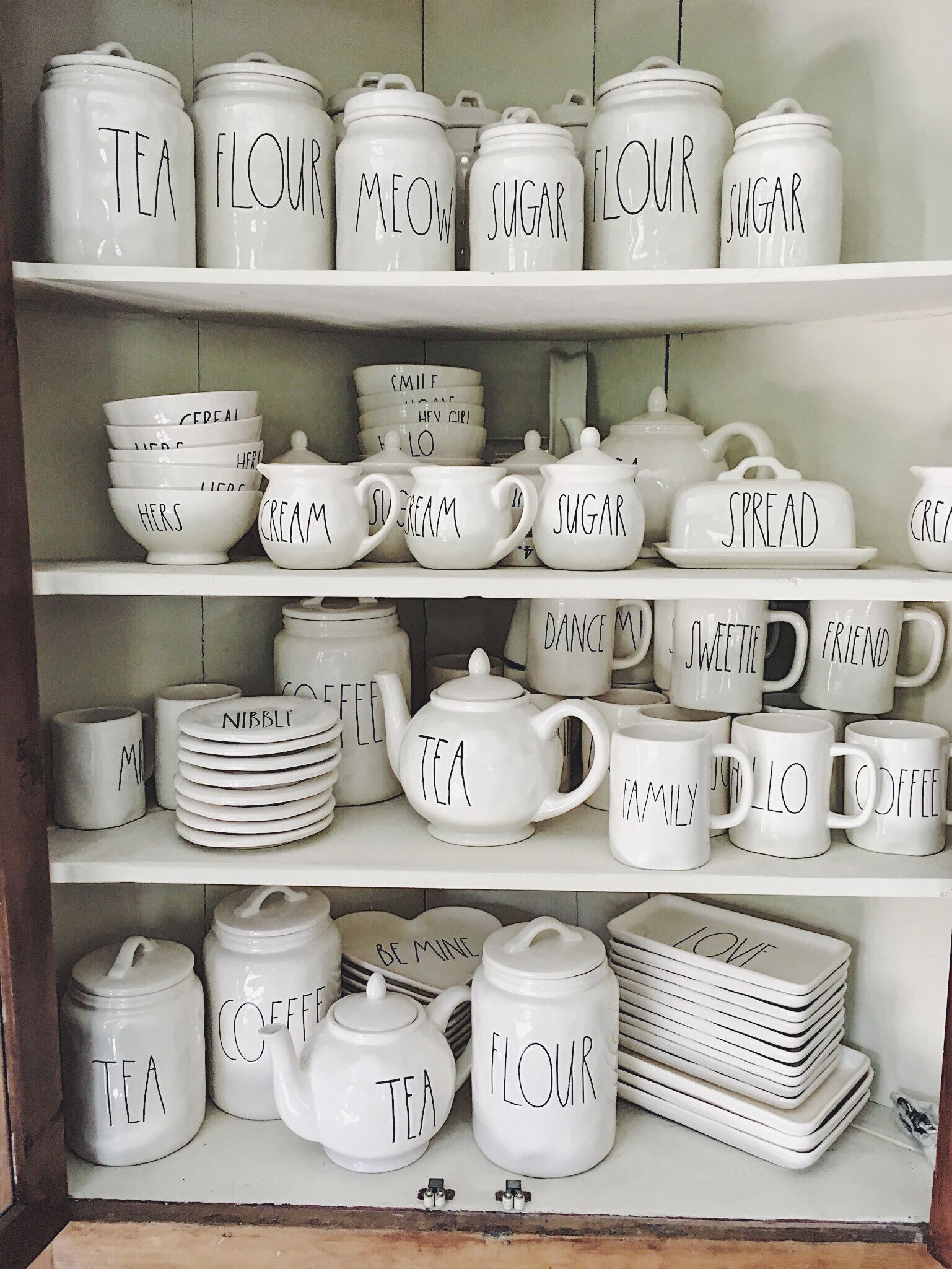 SIX TIPS FOR FINDING RAE DUNN POTTERY | Pottery, Kitchens and ...