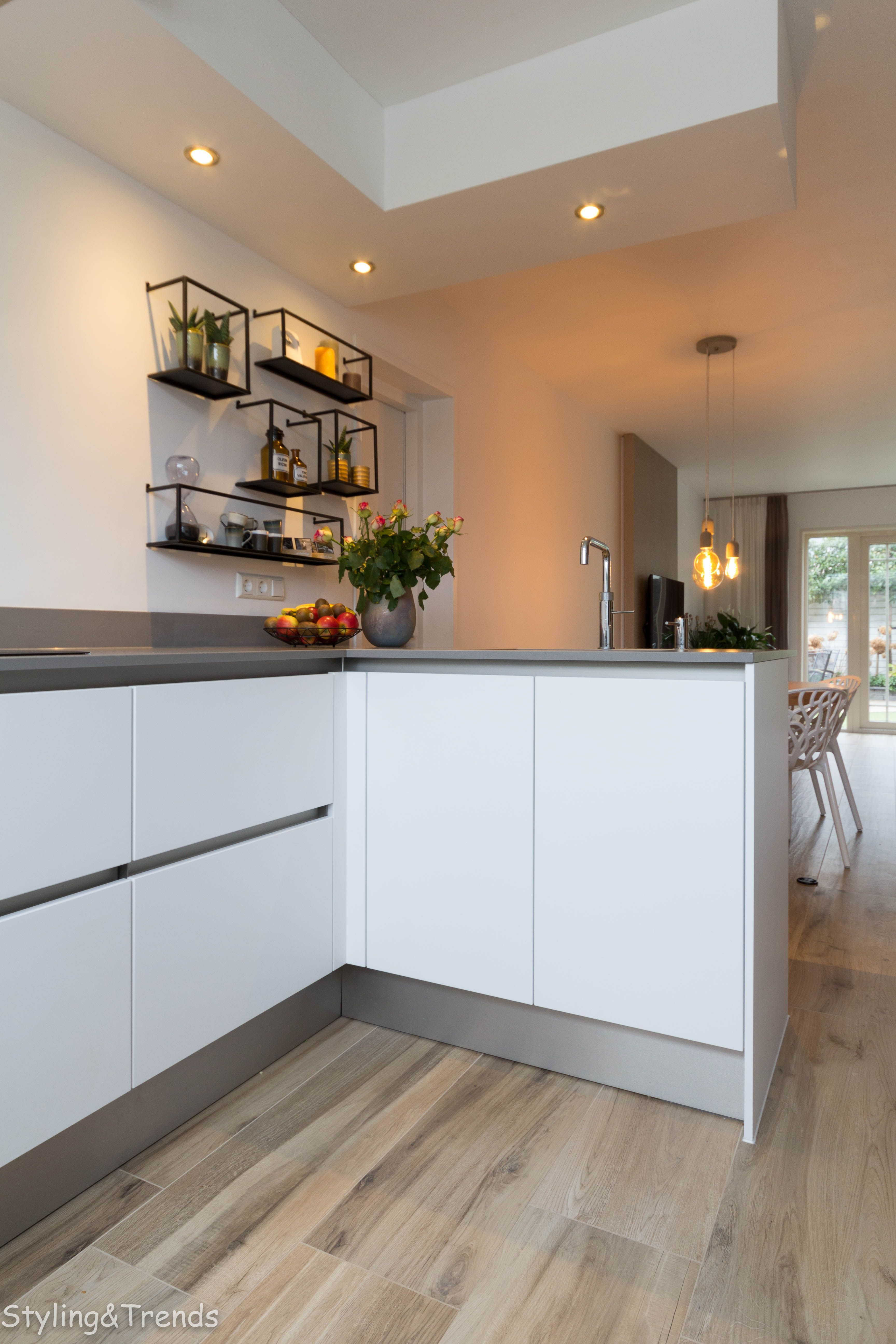 27 simple small kitchen ideas to maximize space trick tips kitchen remodel cost kitchen on kitchen ideas simple id=69549