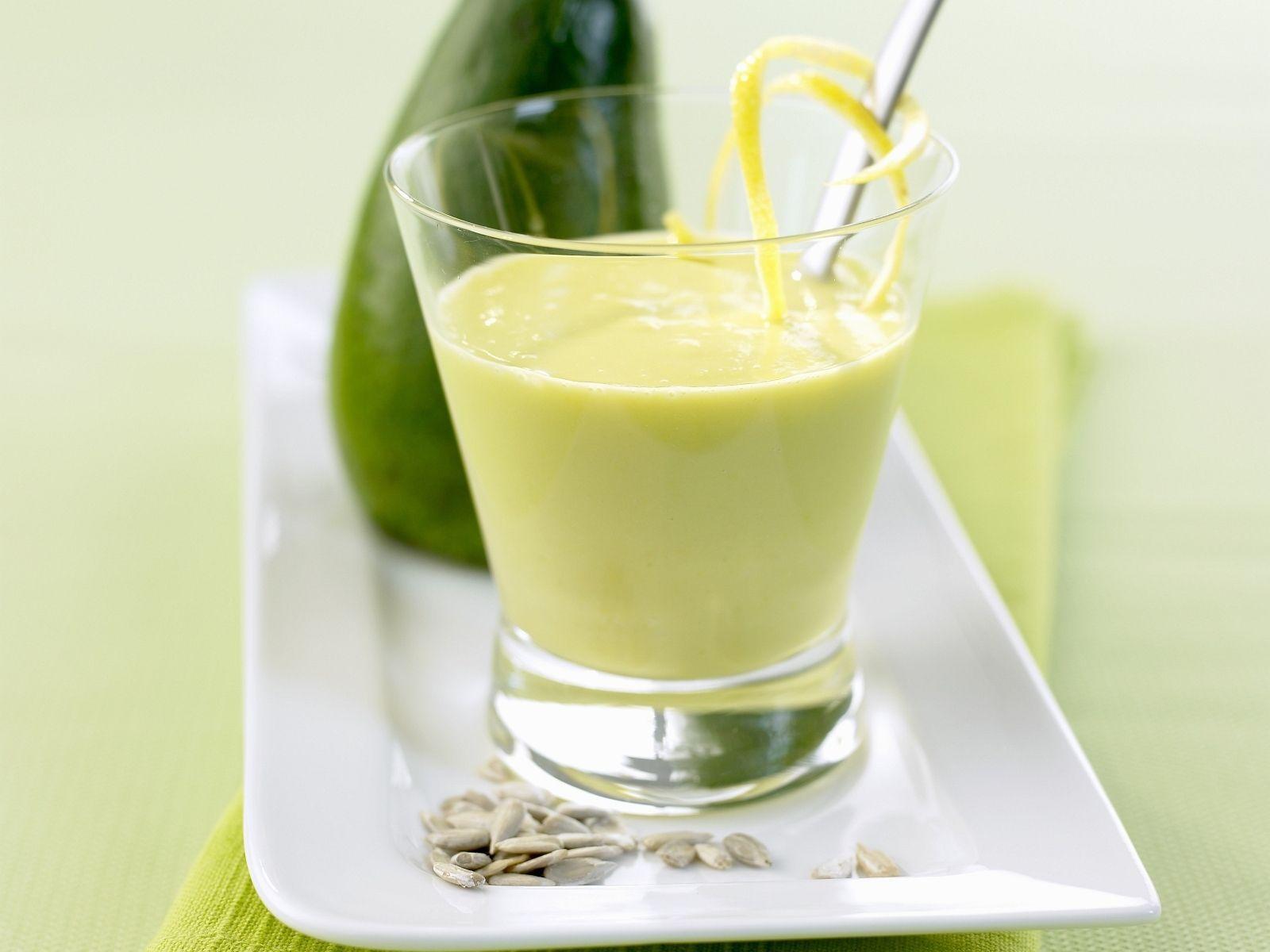 Avocado-Buttermilch-Smoothie | Rezept | Pinterest | Buttermilch ...