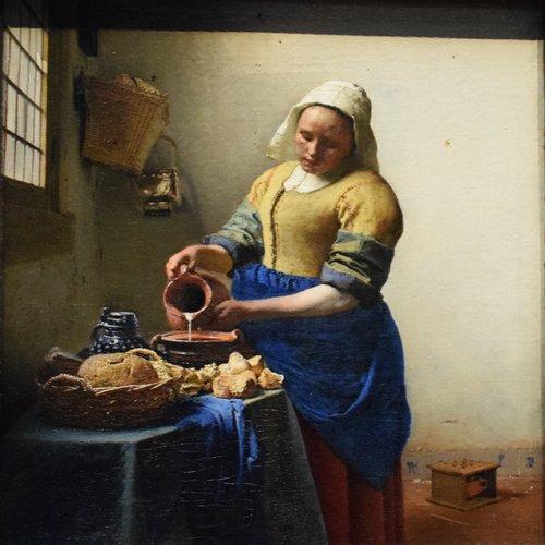 Photo of Astoria Grand Leinwandbild Dienstmagd mit Milchkrug von Johannes Vermeer | Wayfair.de