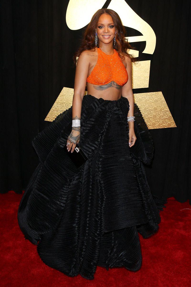 Premios Grammy 2017 | Rihanna style, Black full skirt, Rihanna