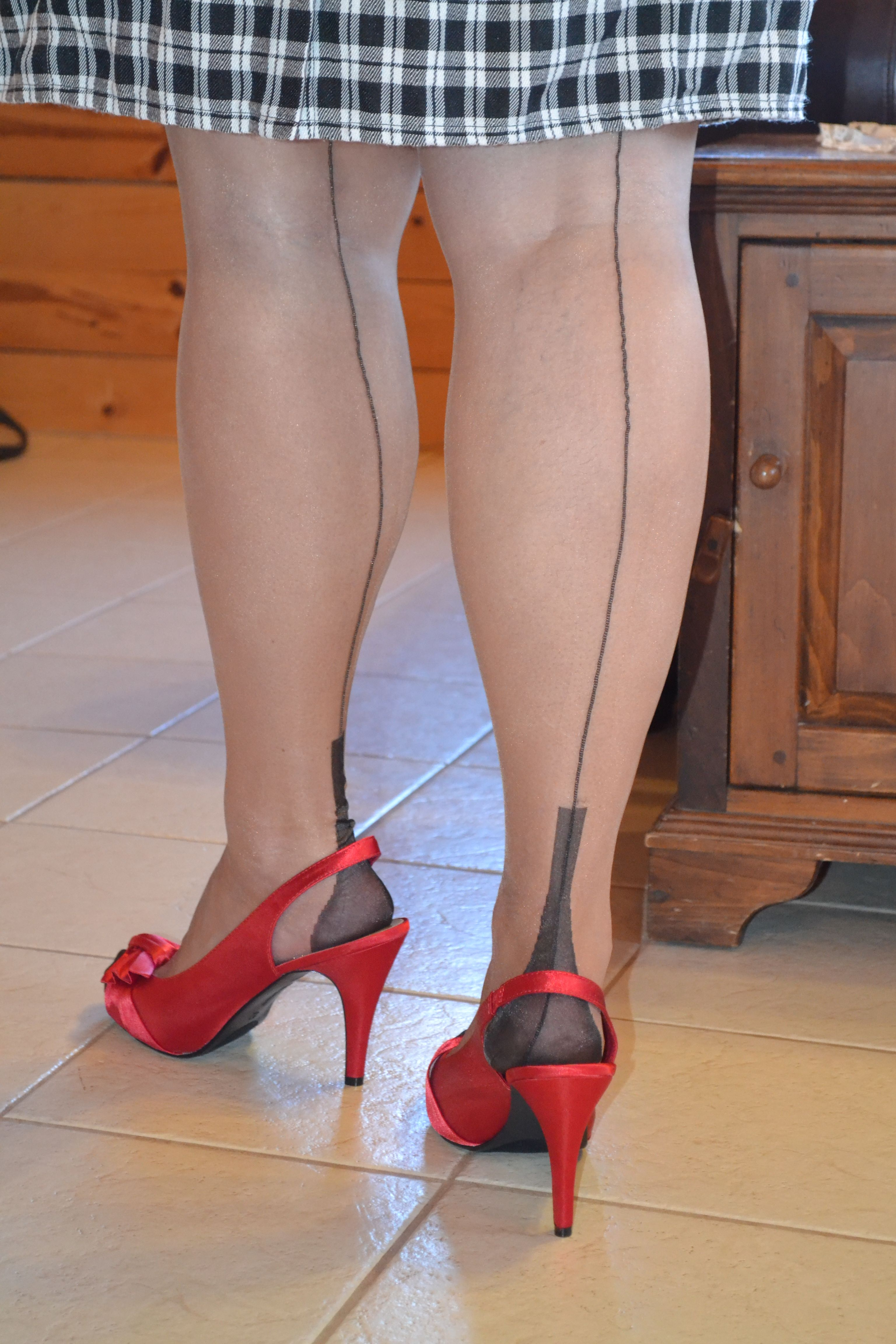 Sheer Bronze Fully Fashioned Stockings Contrasting Black Heel Toe Backseam Bas