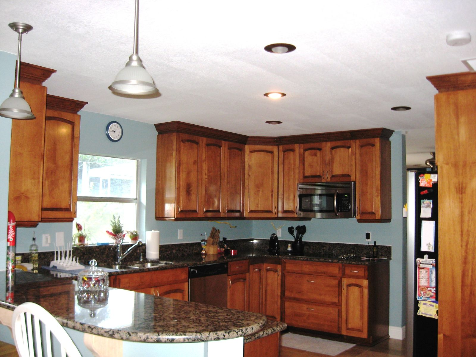 Black And Brown Granite With Maple Cabinets Kitchen Light Blue Walls Maple Kitchen Kitchen Decor Kitchen Colors
