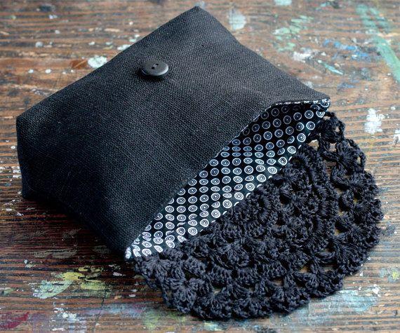 Diese elegante Tasche/Kupplung besteht aus reinem Leinen und ...