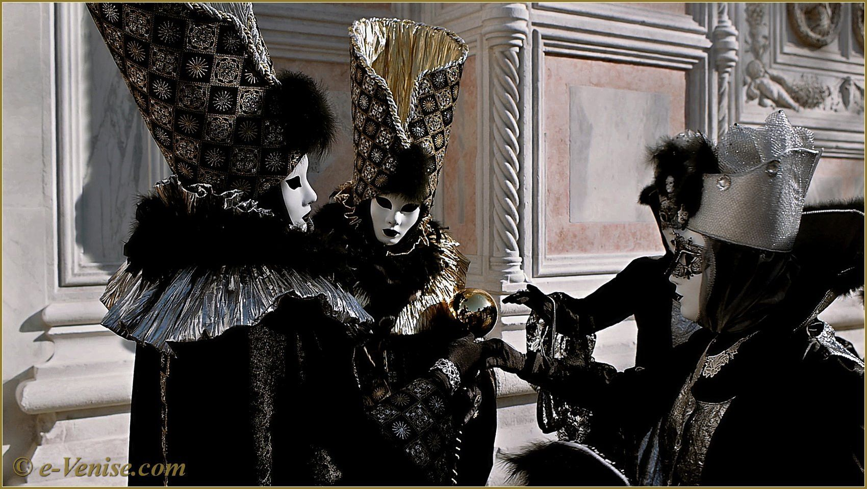 http://app.resrc.it/o=80/http://www.e-venise.com/pics/carnaval/2013/carnaval-venise-masques-2013-282.jpg
