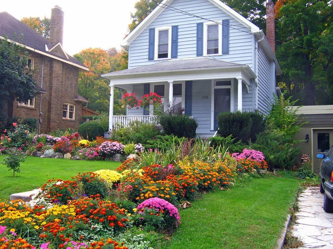 50 Farmhouse Landscaping Front Yard Ideas Farmhouse Room Small Front Yard Landscaping Front Yard Landscaping Design Front Yard Landscaping