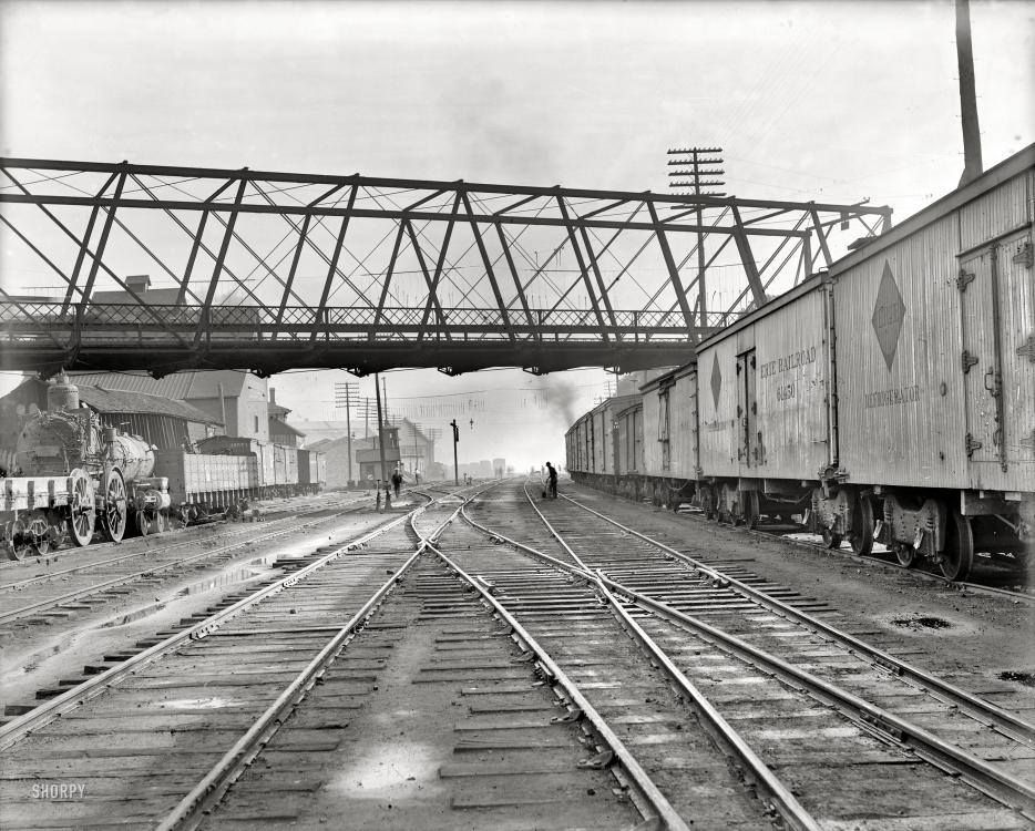 Bloomington Illinois Circa 1900 Track To Be Straightened In The Bloomington Yards With Images Canvas Art Prints Photo Train Tracks