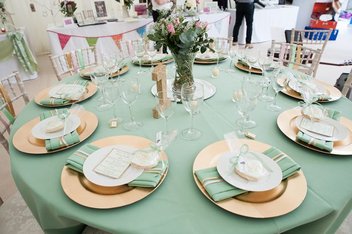mint and blush table linens for weddings | sourced mint linen cloth and  matching napkins and used fabulous gold .
