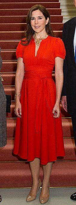 45 FLOTTE BILLEDER: Kongelige kvinder i rødt   BILLED-BLADET