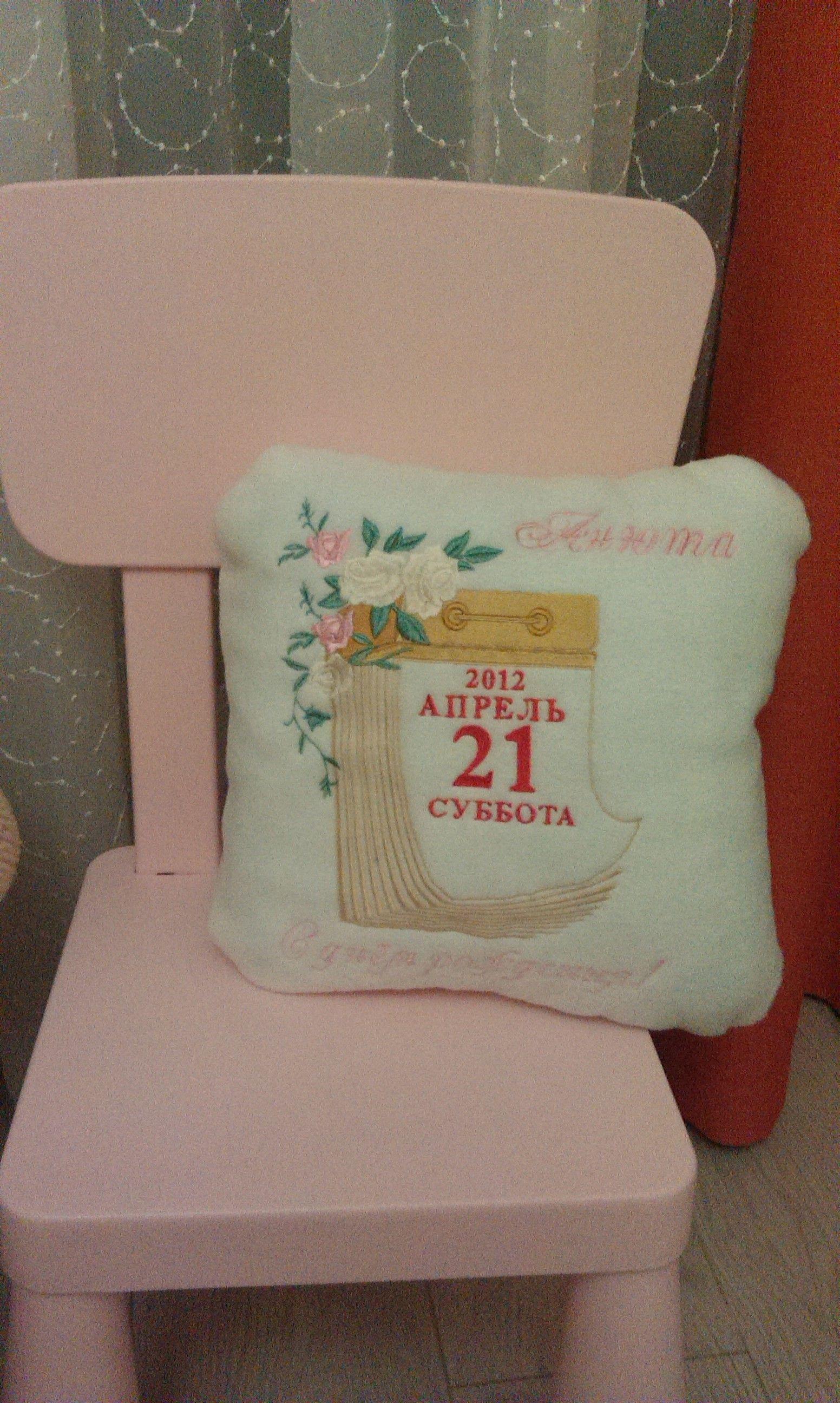 Оригинальные вышивки на подушках