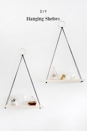 DIY Hanging Shelves -- a decor tutorial from Why Don't You Make Me. Such a cute idea for vertical space on your walls! ähnliche tolle Projekte und Ideen wie im Bild vorgestellt findest du auch in unserem Magazin . Wir freuen uns auf deinen Besuch. Liebe Grüß