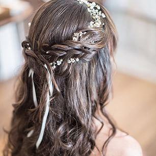 blomster til håret konfirmation