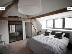 Inspiratie voor een lichte slaapkamer met een gesloten overgang naar ...