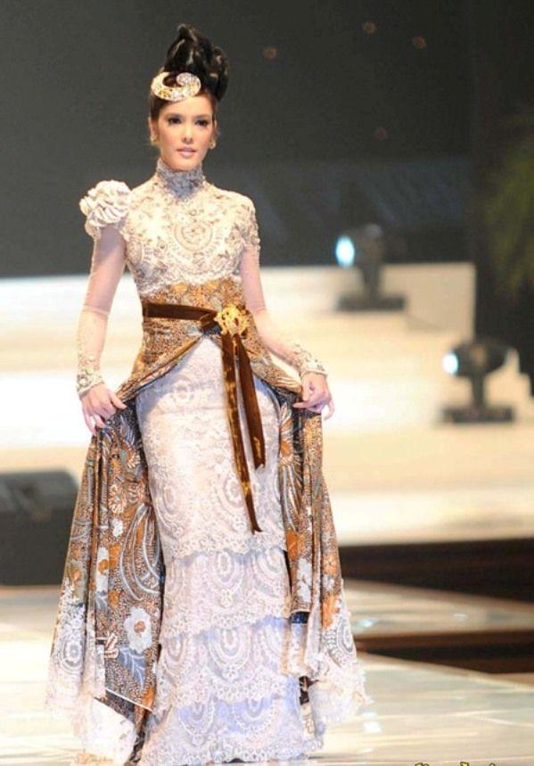 Indonesian Modern Kebaya - By Anne Avantie  Great as always, anne avantie