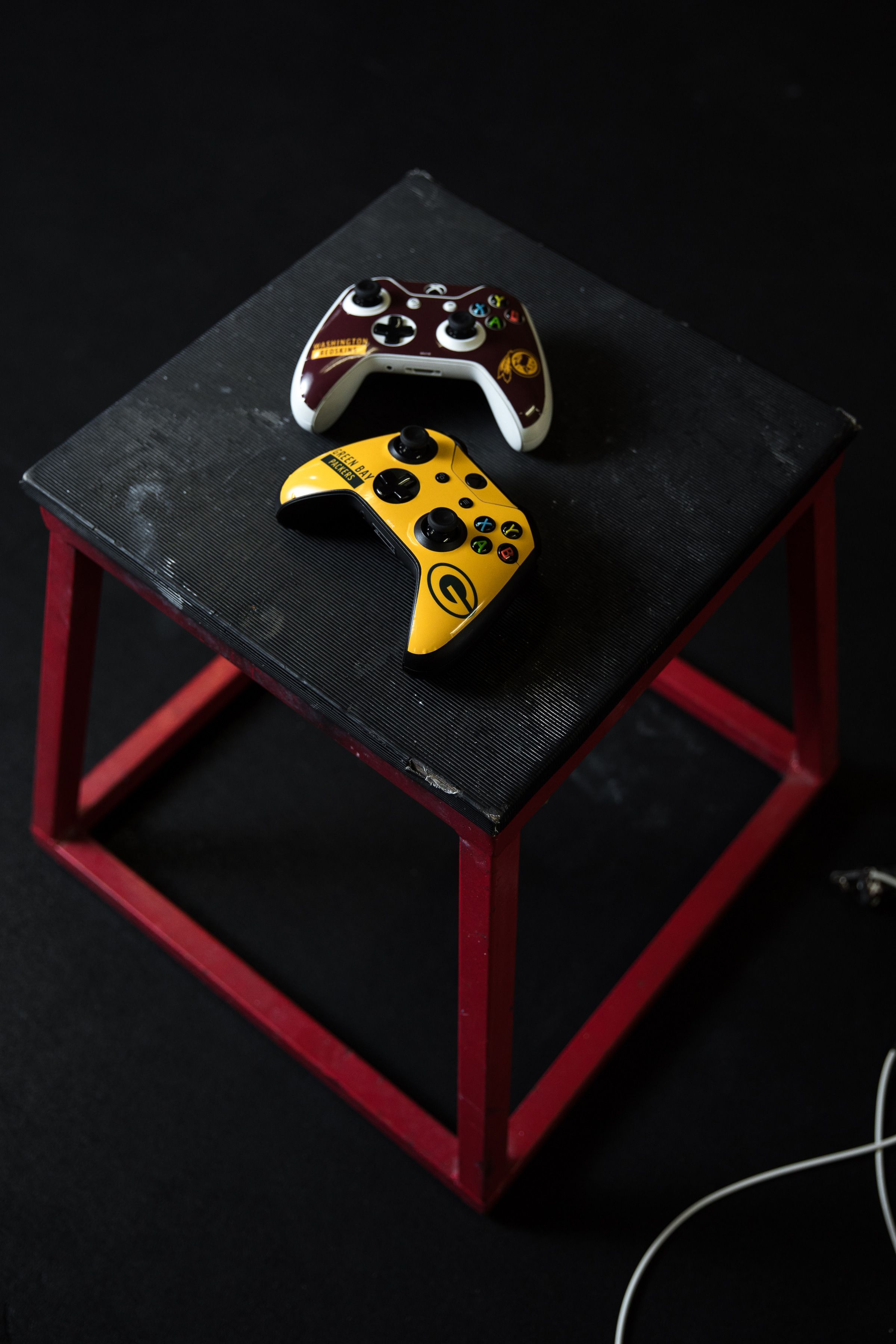 Nfl Performance Series Xbox Gaming Skins By Skinit Explore Nfl Performance Series Designs A Collaboration With Nfl X Skinit Skinit Has Nfl Xbox Games Xbox