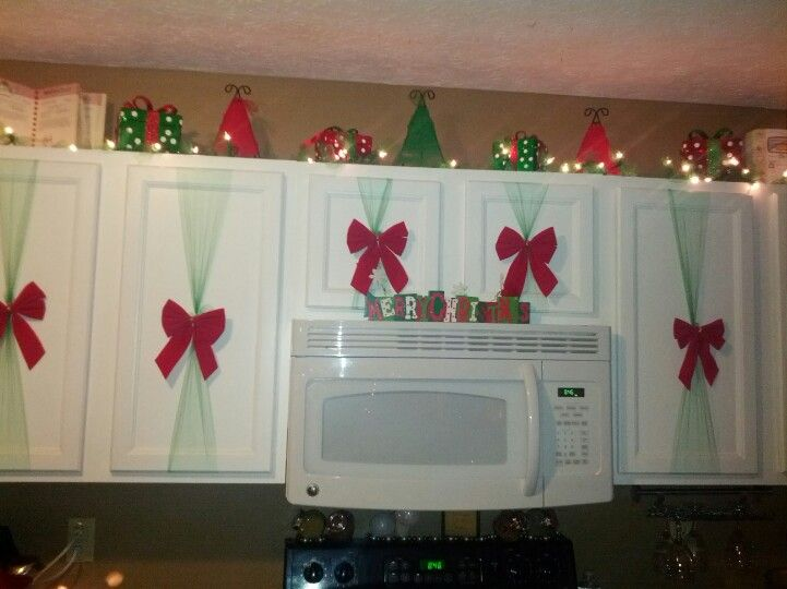 christmas cabinets with images christmas decorations on kitchen cabinets xmas decor id=74168