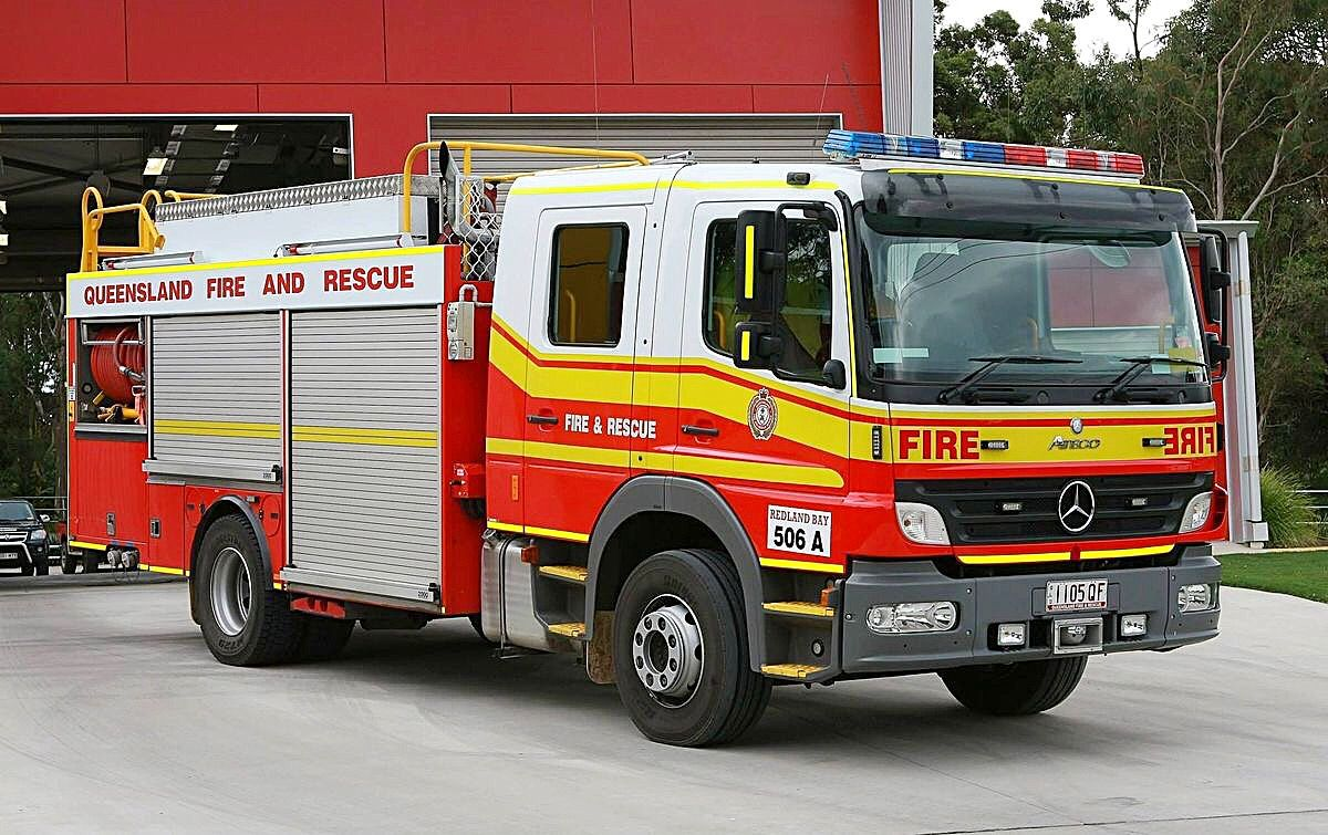 1105 Qf Queensland Fire And Rescue Service Qfes Redlands Bay Otago South Island New Zealand From June 201 Rescue Vehicles Fire Trucks Emergency Vehicles [ 755 x 1200 Pixel ]