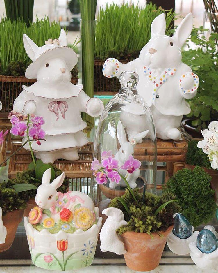 Mesa para uma cliente/amiga/Leitora querida com toda a sua coleção de coelhos!