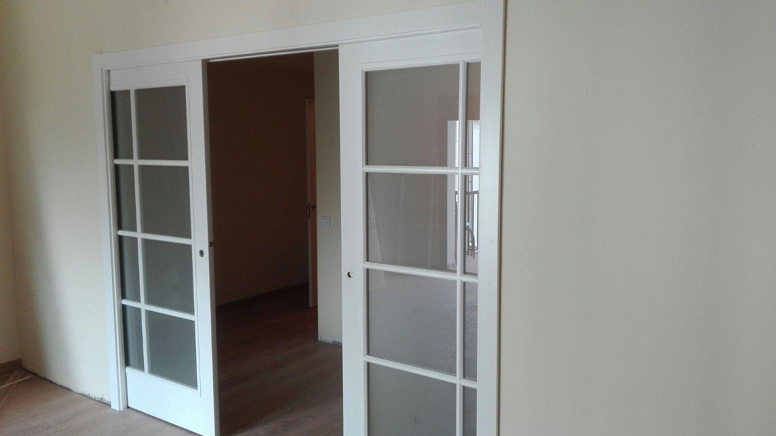 Espectacular puerta corredera doble de medida especial - Puertas correderas de cristal y madera ...