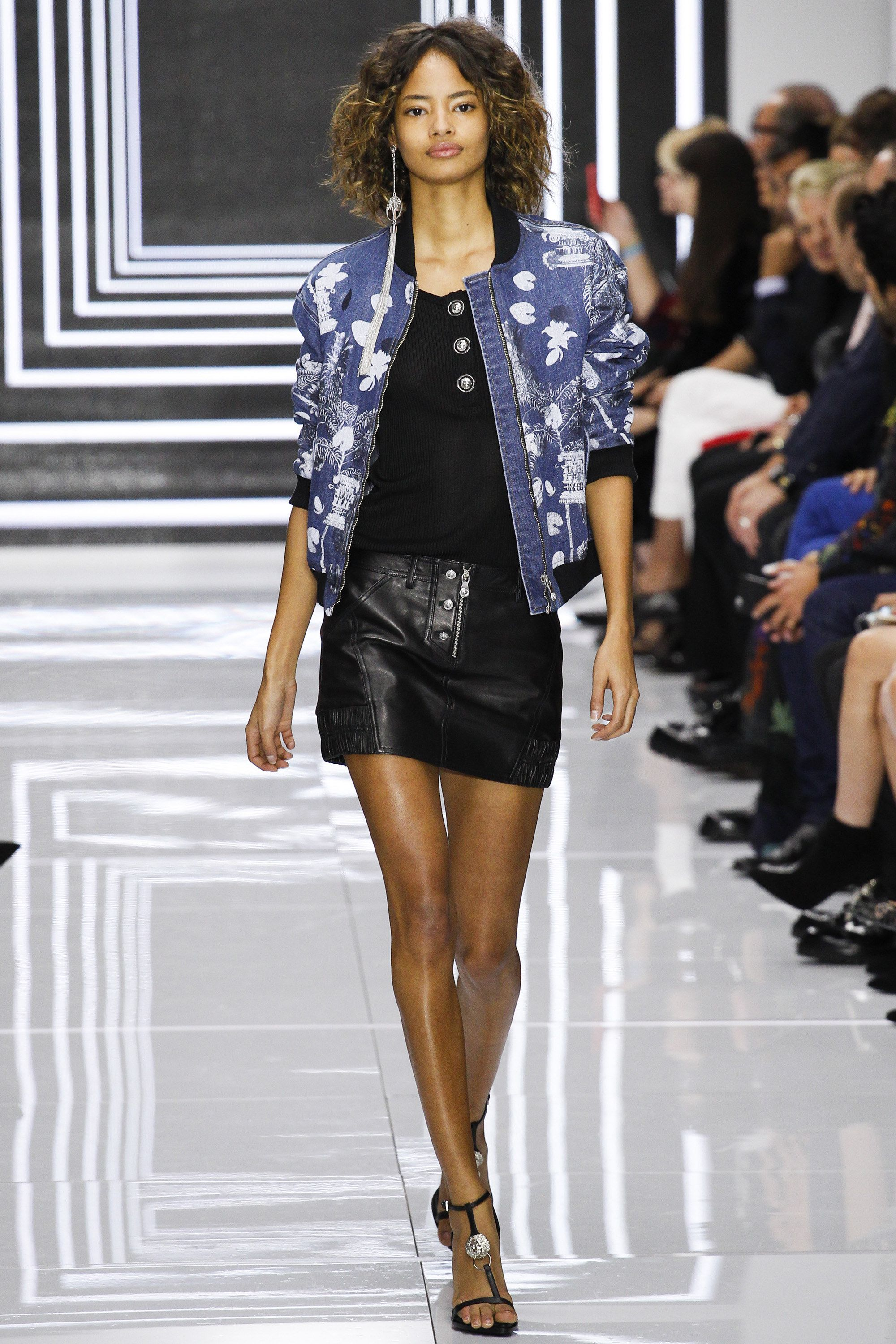 Versus Versace Spring 2016 Ready-to-Wear Fashion Show - Malaika Firth