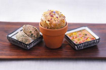 Pilz-Jungschwein-Aufstrich mit Erdbeer-Paprika-Salsa und Orangenblütenbrot