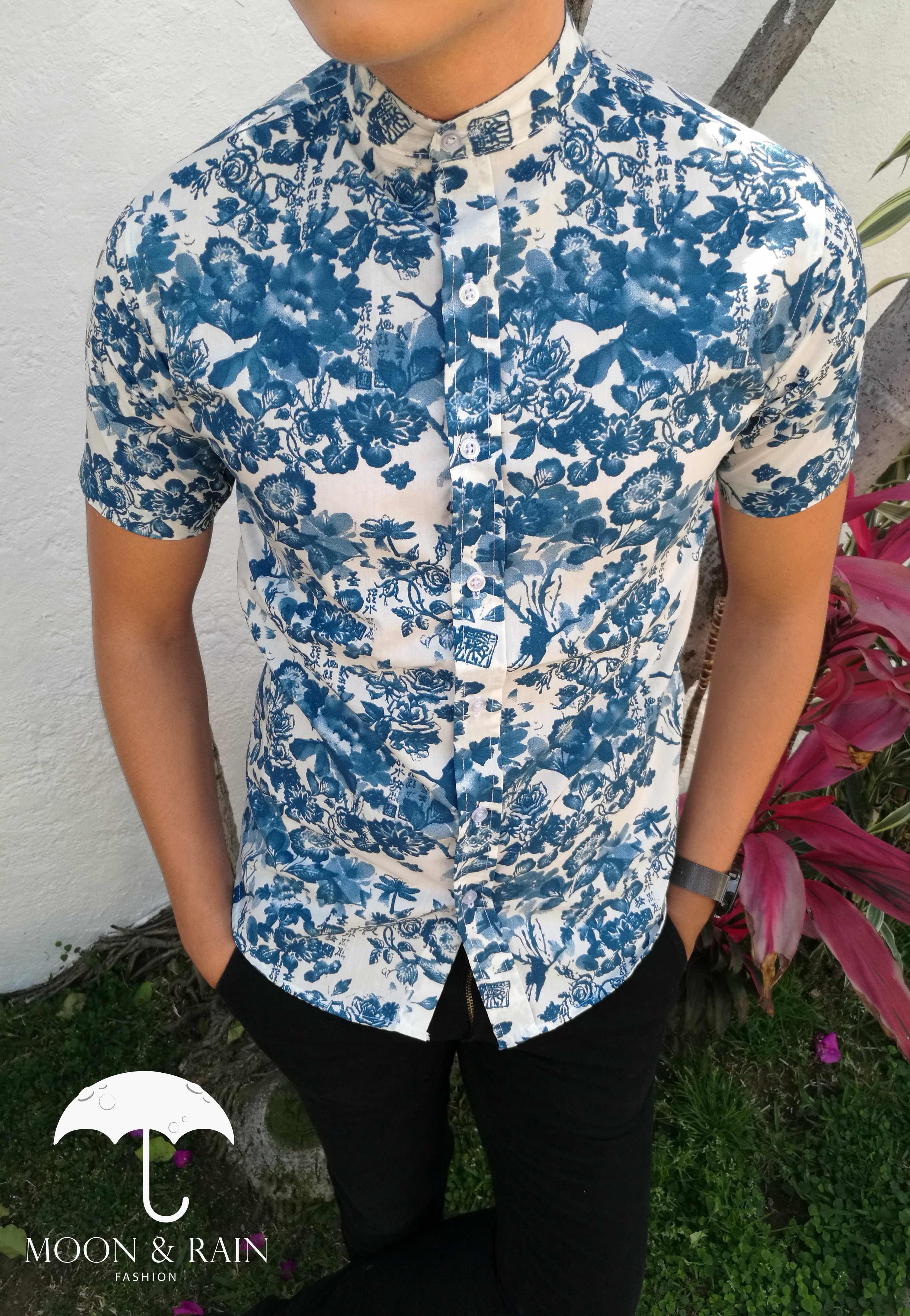 743309e75c Camisa blanca de flores azules manga corta con cuello mao