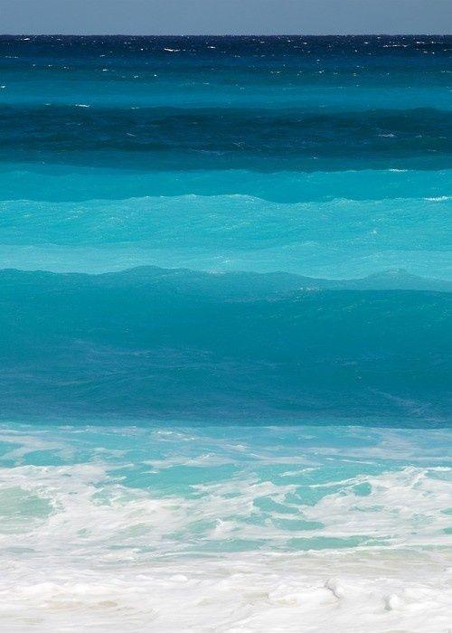 Blue, blue, blue ocean